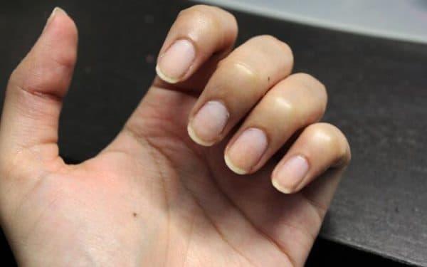 Почему шеллак не держится на ногтях долго