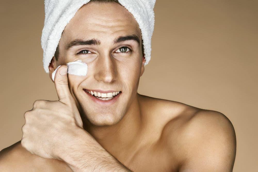 Выбираем полезные маски для лица для мужчин