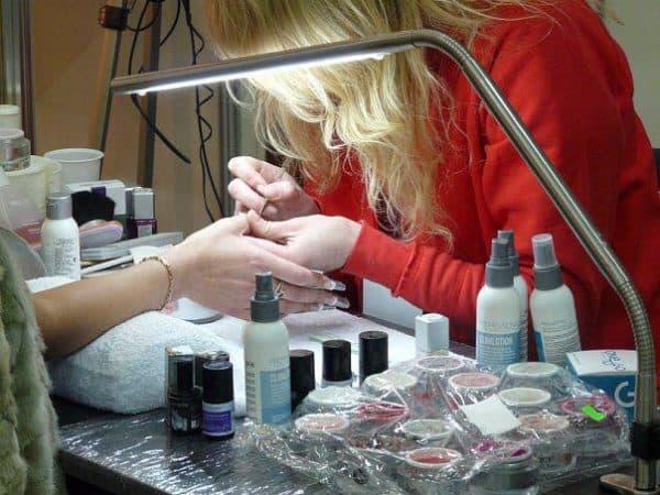 Что нужно для наращивания гелем ногтей дома