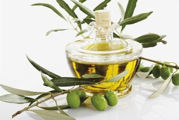 Оливковое масло с водой для загара.